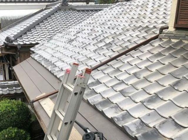 御所市の和風住宅の銅板屋根部分に金属屋根完成