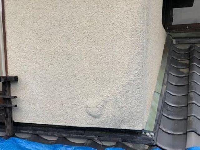 御所市の和風住宅の屋根の雨水を含んだ壁