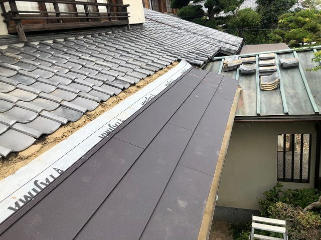 御所市の和風住宅の銅板屋根部分に金属屋根