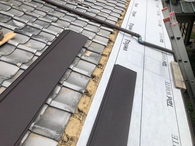 御所市の和風住宅の銅板屋根部分の防水紙設置