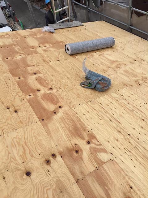 葛城市で取引のある工務店からの依頼で新築戸建て住宅の屋根を施工
