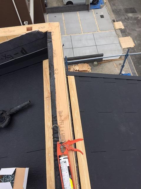 葛城市の新築戸建て住宅の屋根、貫板設置