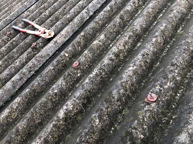 香芝市の工場の既存屋根のボルトを切断
