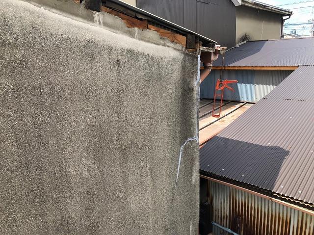 奈良市の2階の外壁のひび割れ