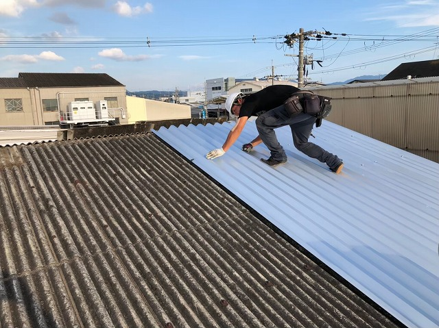 香芝市のリファインルーフを設置している工場の屋根