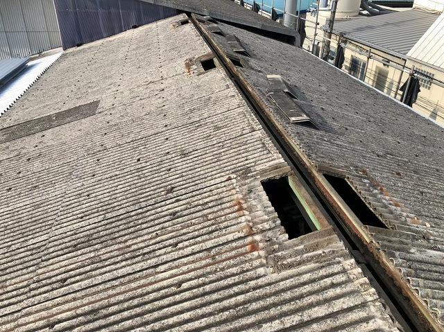 香芝市の工場で既存の棟板金と屋根上換気扇を撤去