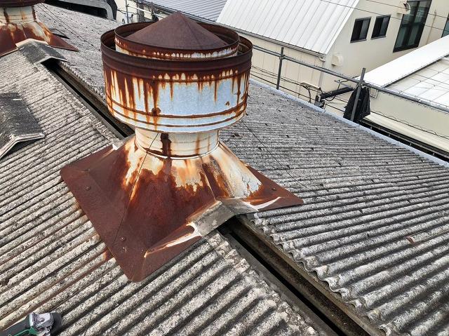 香芝市の大型工場の屋根上換気扇