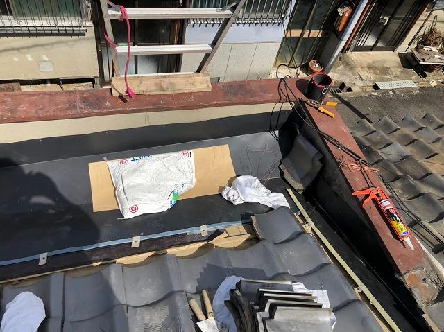 奈良市のパラペットに箱樋・谷板金を設置