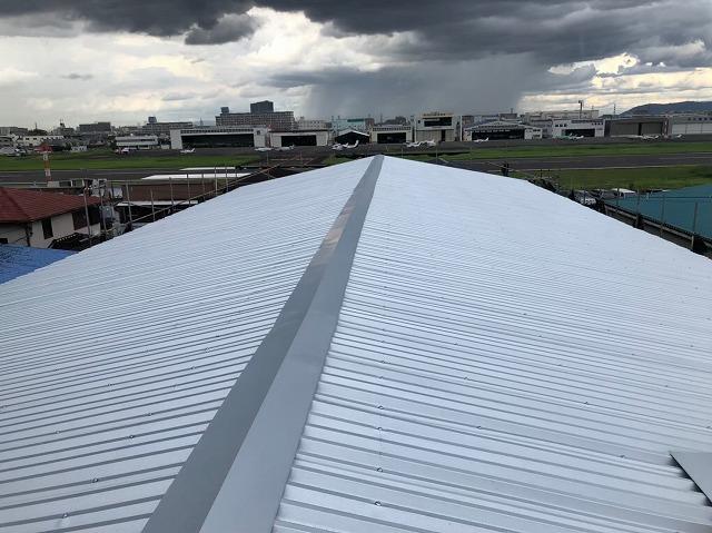 香芝市の大型工場のリフォーム後の屋根