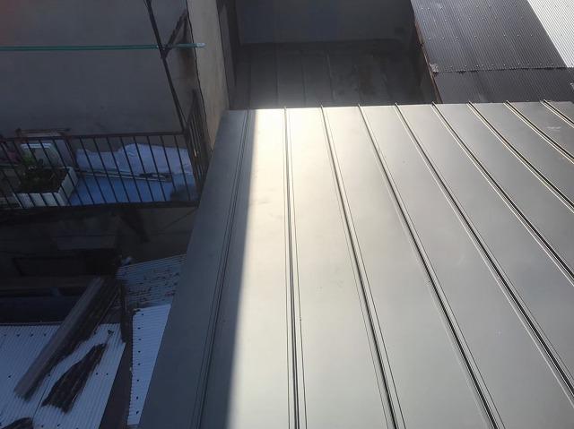 奈良市の雨漏り修理で2階の屋根を葺き替え