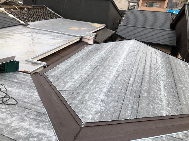 橿原市でカバー工法でリフォーム工事、軽量な屋根材ガルテクトを使用