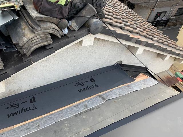 差し掛け屋根の葺き替え工事