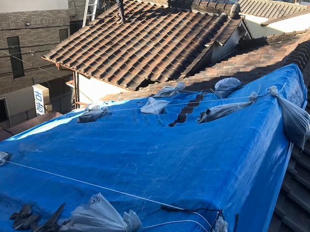 生駒市で経年劣化と強風の影響を受け、メンテナンスで葺き替え工事
