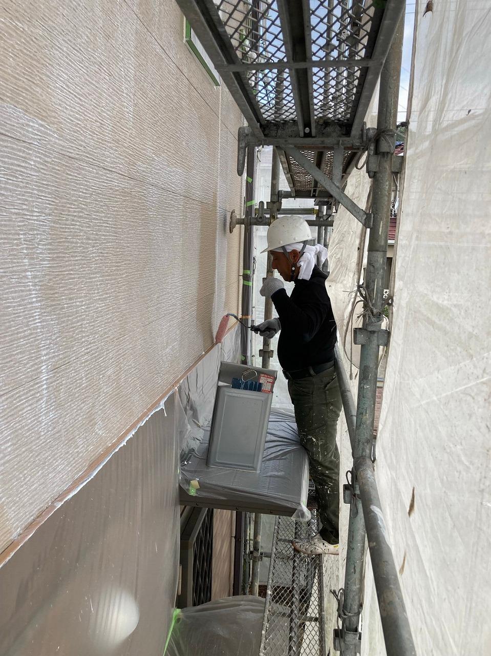 生駒市の外壁塗装工事(下塗り)