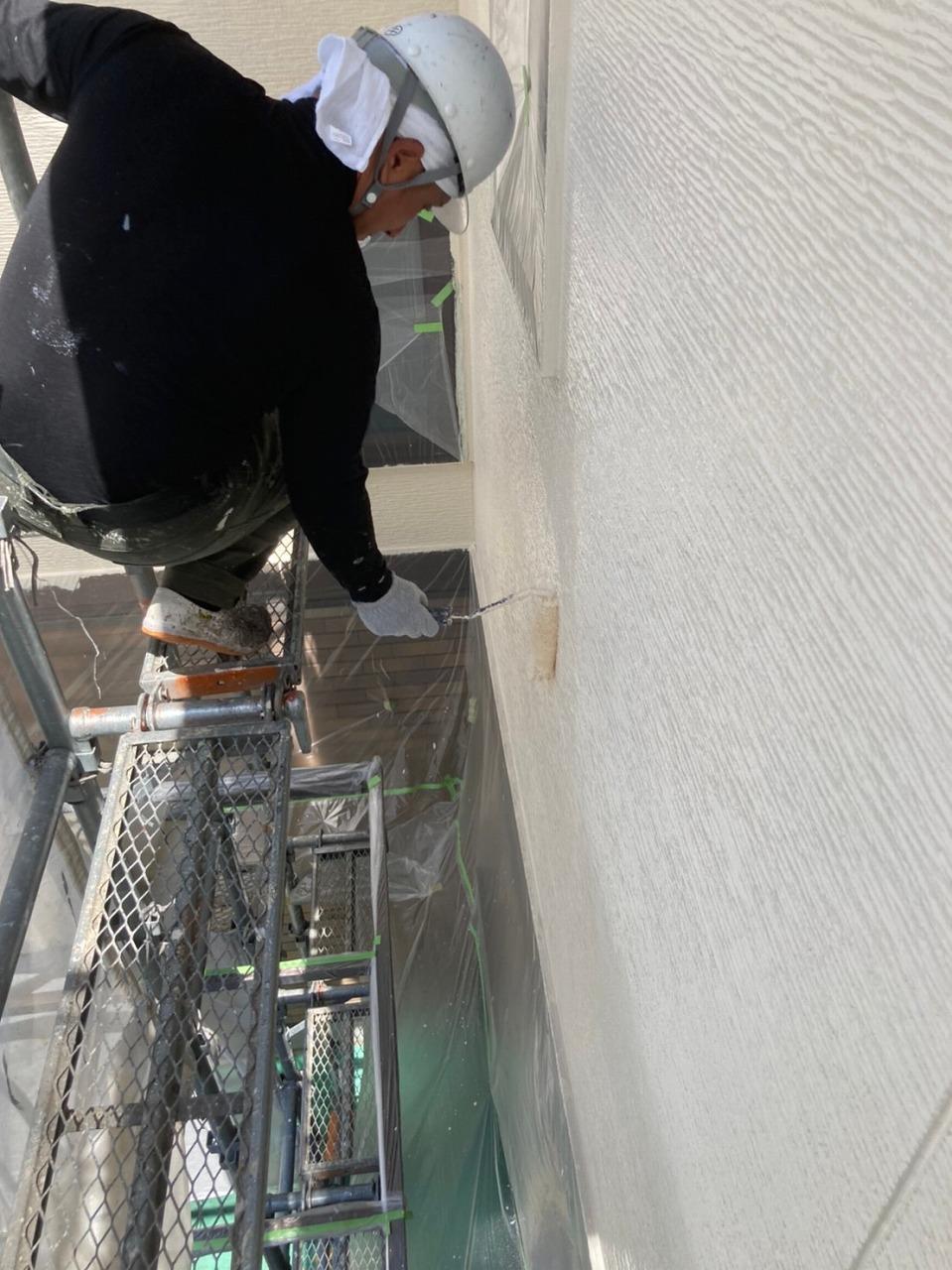 生駒市の外壁塗装工事(中塗り)
