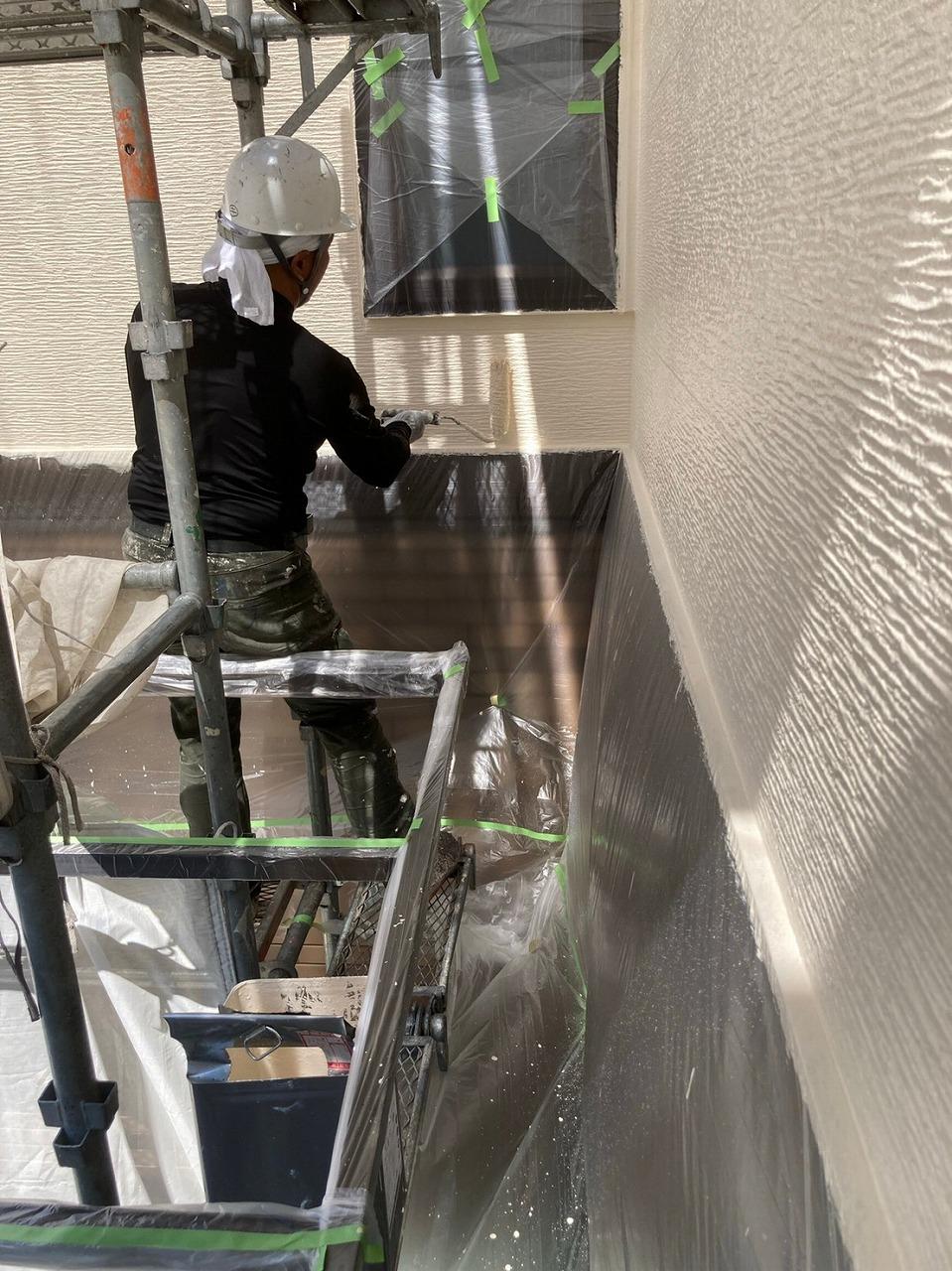 生駒市の外壁塗装工事(上塗り)