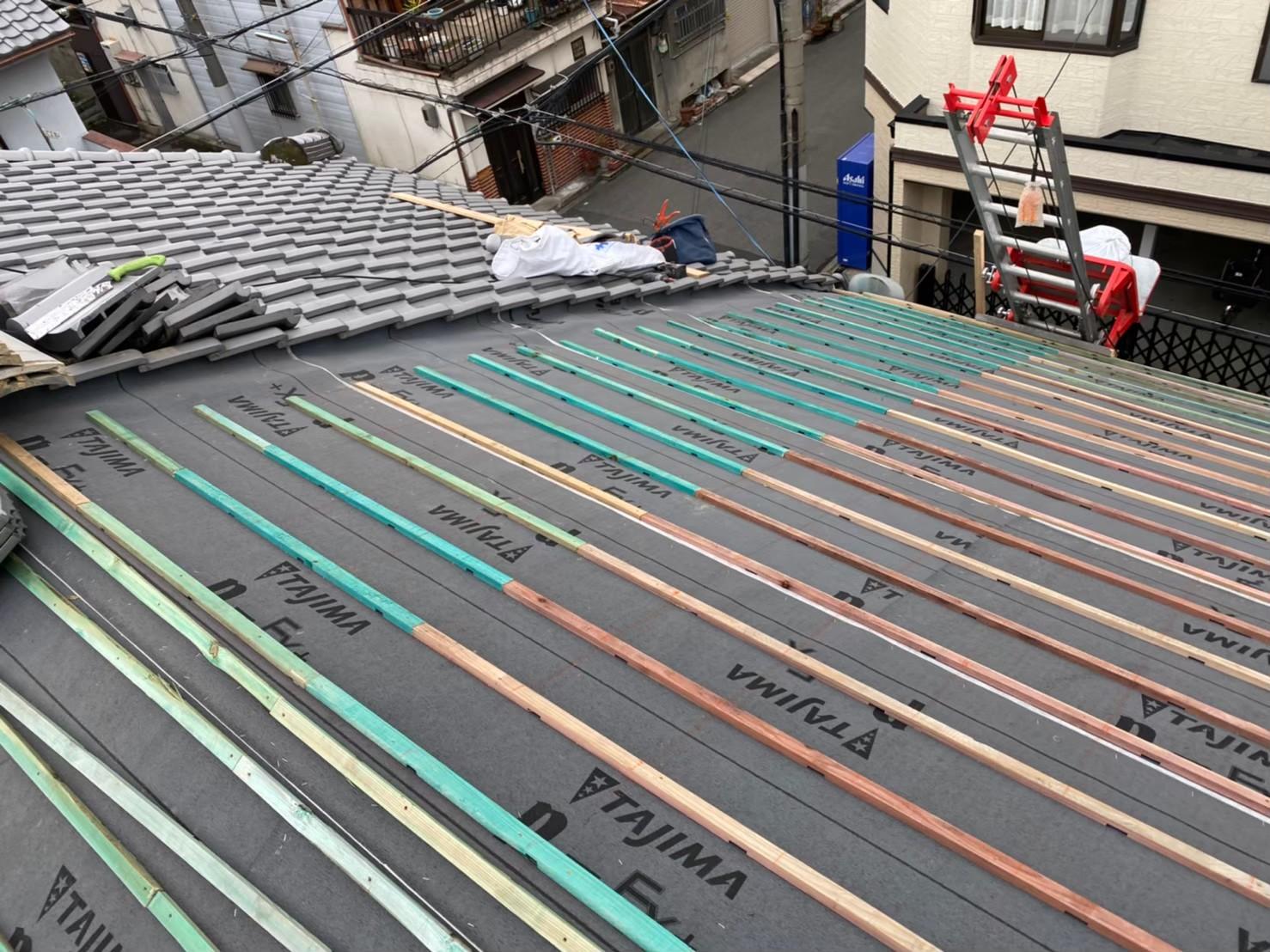奈良市の葺き替え工事で瓦桟木を設置