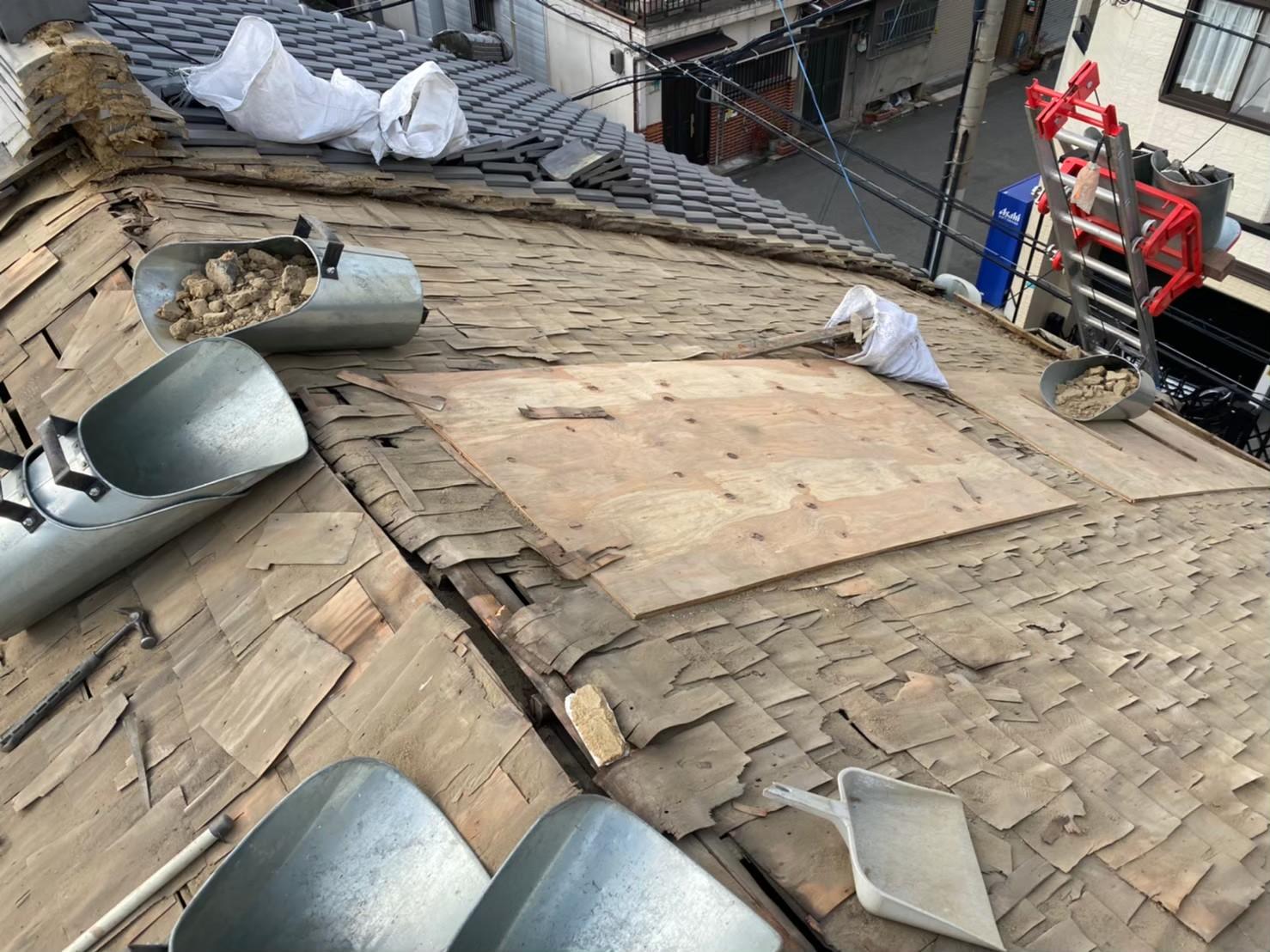 奈良市の長屋の杉皮の下葺き材