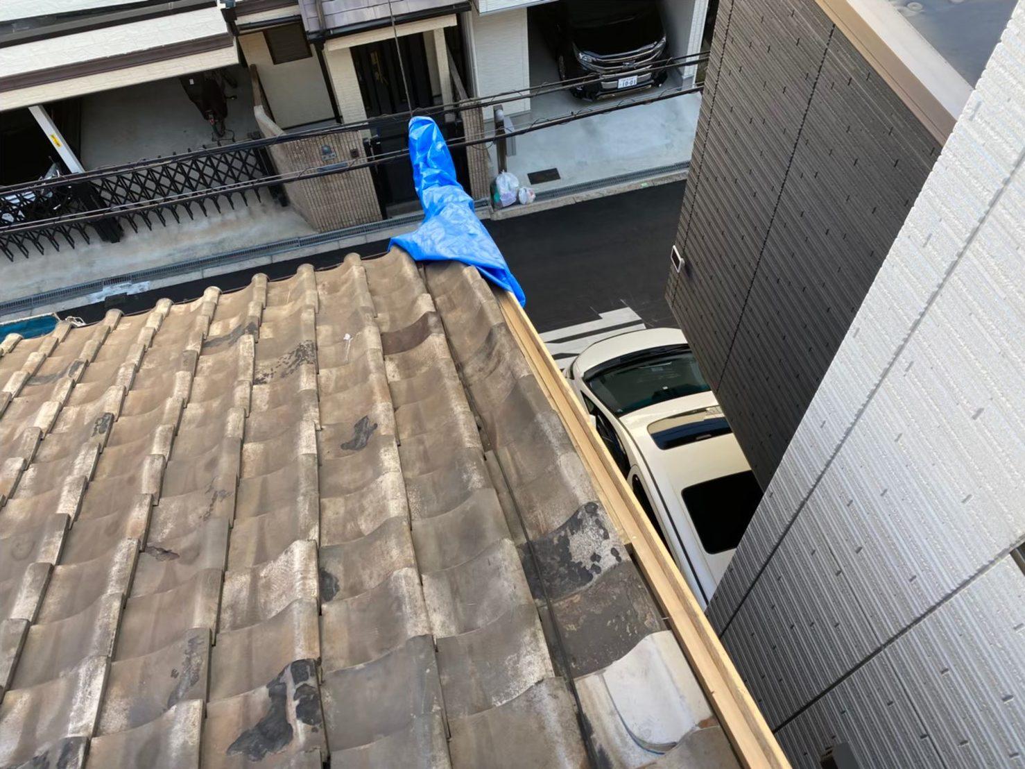 奈良市の瓦屋根の長屋で雨漏り調査