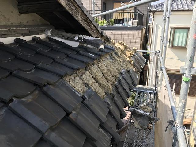 王寺町の入母屋屋根の妻下部分崩落