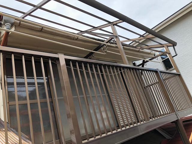 バルコニーの屋根材撤去