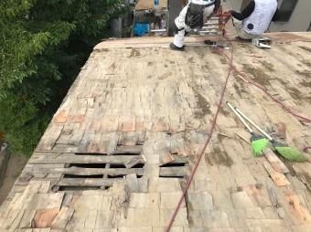 奈良市の長屋のバラ板の野地板