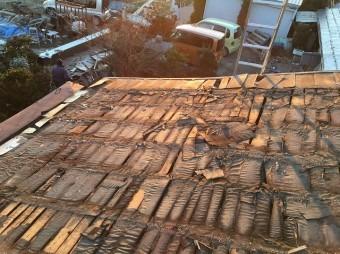 屋根材を剥がした状態