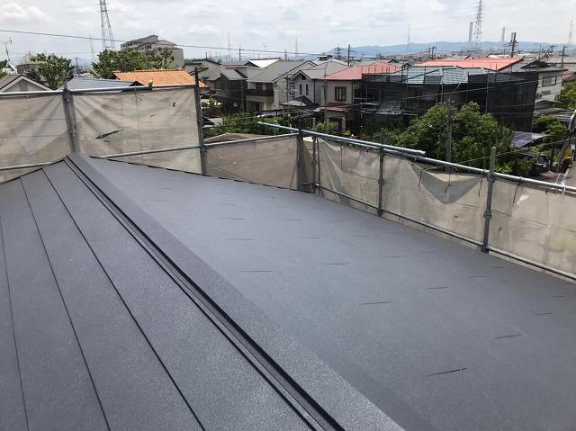 葺き替え工事完工後のガルテクト屋根