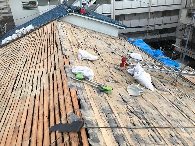 奈良市のリフォーム工事中、古い防水紙の撤去