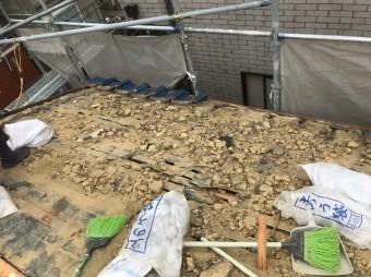 和瓦の撤去で見えてきた土葺き