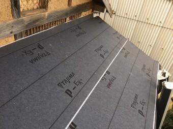 ルーフィングを張った下屋根