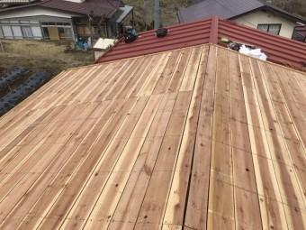 屋根材を剥がした様子