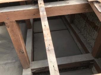 奈良市 長屋の釉薬瓦屋根 屋根裏