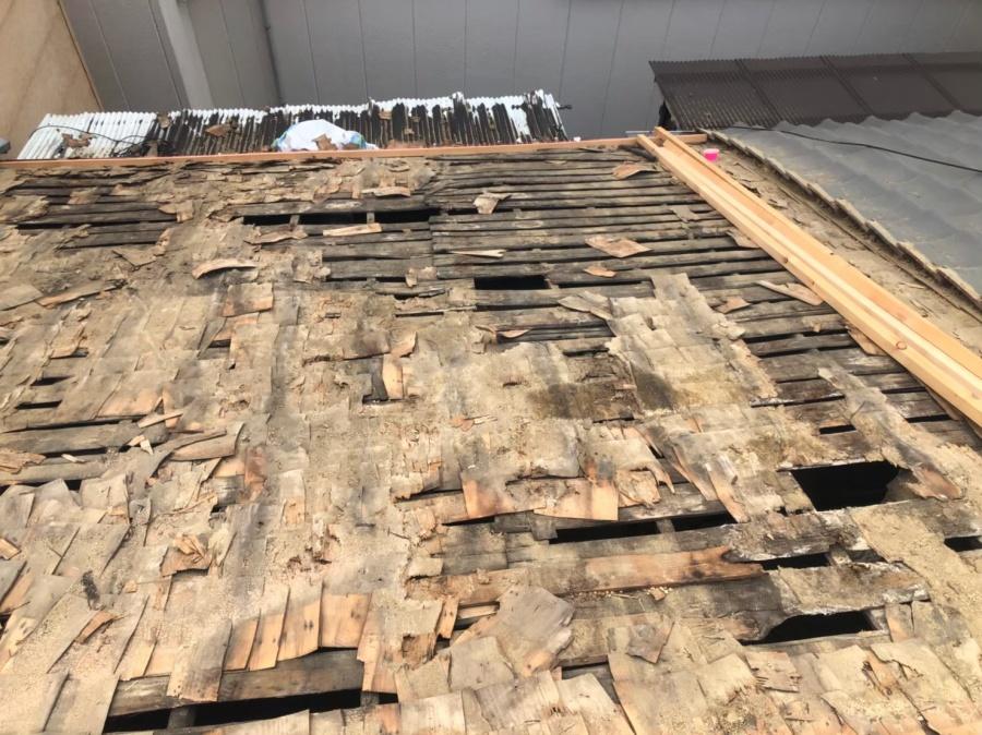 奈良市の瓦撤去で劣化している下地の様子