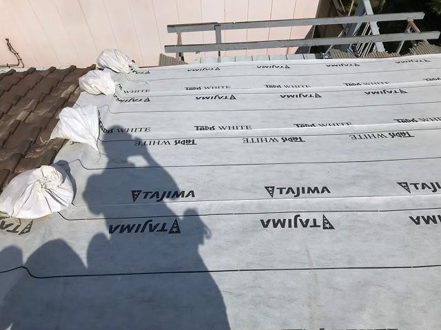 奈良市の雨漏り修理で防水紙を敷いた様子