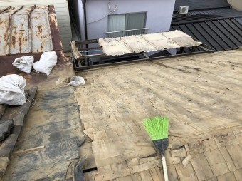 奈良 和瓦劣化 屋根材撤去