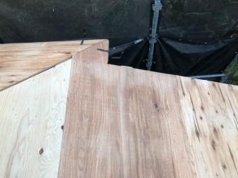 下屋根に野地板設置