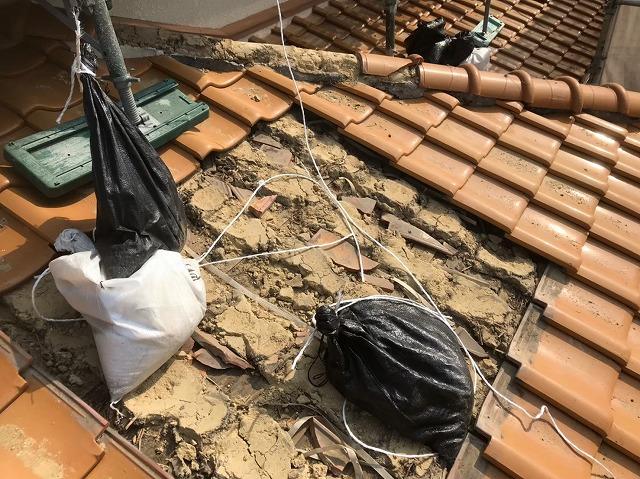 下屋の瓦撤去と葺き土
