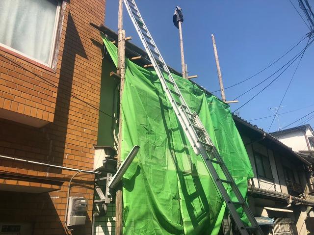 屋根の補修工事の様子