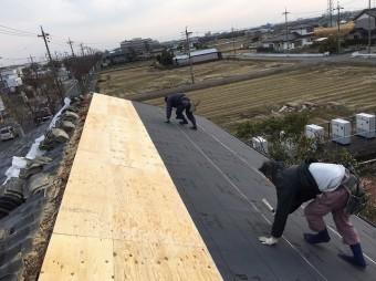 香芝市の和瓦屋根の防水紙貼り
