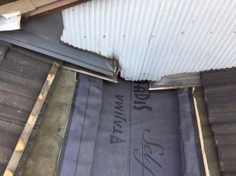葛城市の谷樋板金交換で防水紙設置