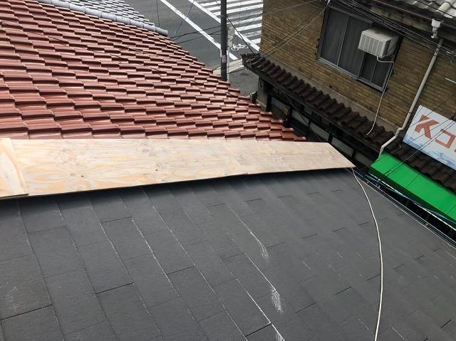 奈良市の屋根の取り合いに木板