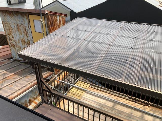 バルコニーのトタン屋根