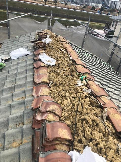 棟瓦を撤去したらみえた土葺き