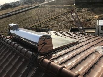 大和郡山市の屋根の上の太陽熱温水器