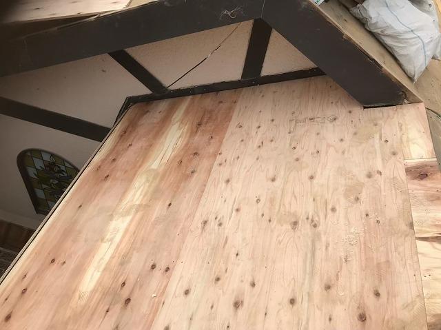 斑鳩町で構造用合板の増し張り作業