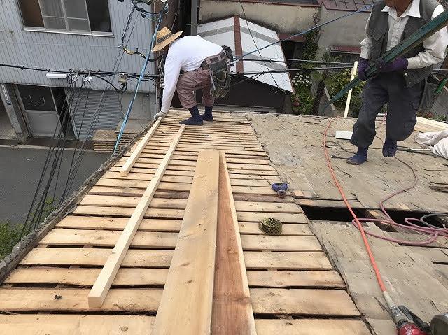 垂木設置中