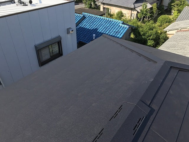 大屋根部分設置中