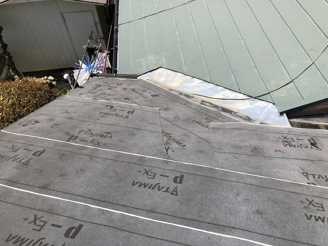 奈良市で古くなった大波スレート屋根を横暖ルーフに葺き替え完成工事