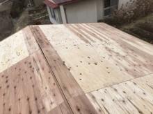 新しい野地板の屋根